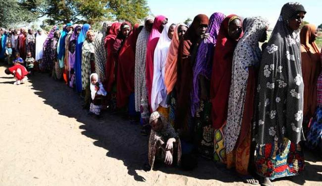 Pessoas fogem de casa em busca de mais segurança - Foto: Agência Reuters