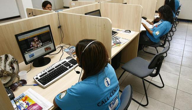 Há 20 vagas de estágio na função de atendente de telemarketing - Foto: Claudionor Junior | Arquivo | Ag. A TARDE