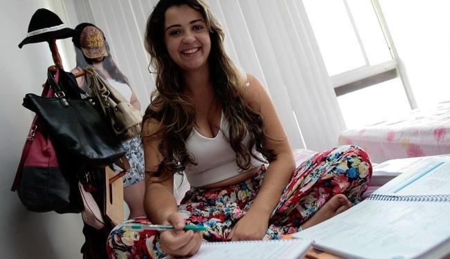 Carolina Braga Sarmento sonha passar em concurso e cursar medicina - Foto: Mila Cordeiro | Ag. A TARDE