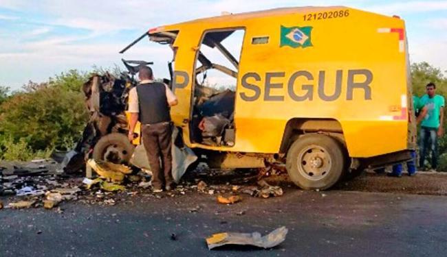 Bando utilizou dinamite para roubar o dinheiro que estava sendo transportado - Foto: Reprodução/ Site Calila Notícias