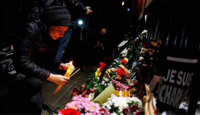 Atentado ao jornal Charlie Habdo mobilizou o mundo e mortos foram homenageados - Foto: Agência A TARDE