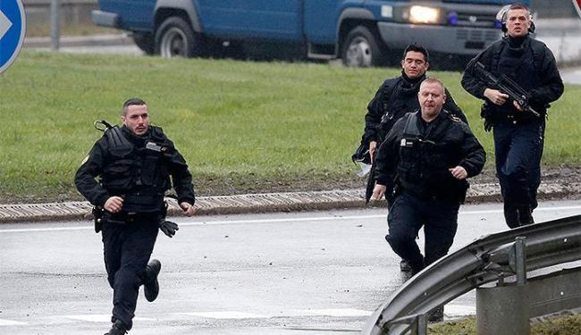 Ação ocorre dois dias depois do atentado ao jornal satírico Charlie Hebdo - Foto: Christian Hartmann l Reuters