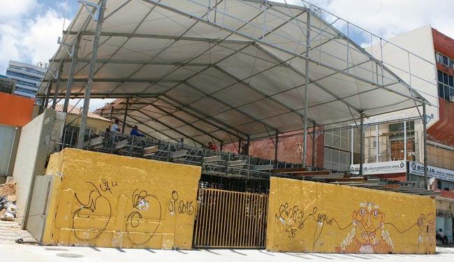 Camarote privado é montado em praça pública na Ondina - Foto: Marco Aurélio Martins | Ag. A TARDE