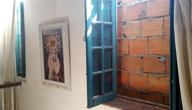 Moradores amanheceram com janelas da casas bloqueadas - Foto: Dimitri Sarmento | Cidadão Repórter