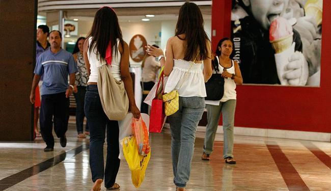 Impulso de comprar o que não se precisa aflige muitas pessoas e requer atenção - Foto: Welton Araújo | Ag. A TARDE