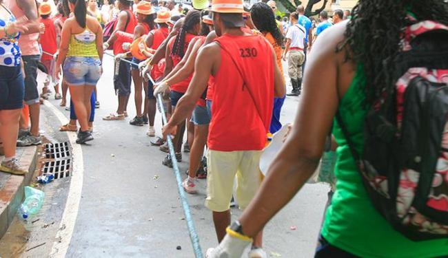 Há 350 vagas temporárias para função de cordeiro para o período do carnaval - Foto: Joá Souza | Ag. A TARDE | 04/03/2014