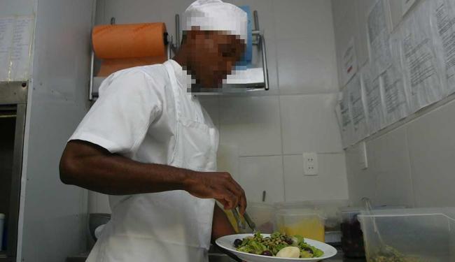 Função de cozinheiro de restaurante está entre as vagas disponíveis - Foto: Fernando Amorim | Ag. A TARDE