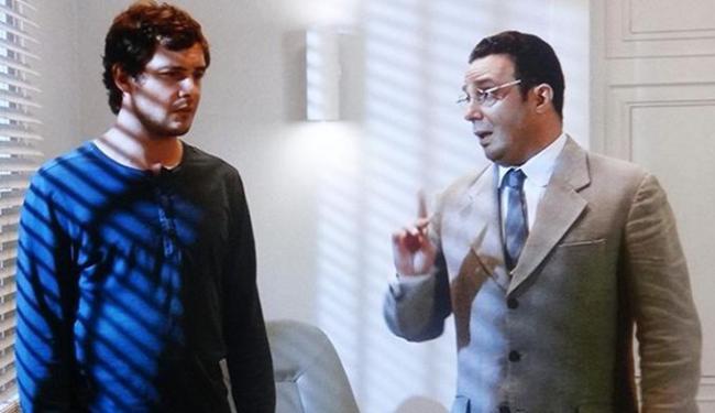 Castilho aparece para Caíque que evita ser trancado no quarto novamente - Foto: Reprodução | GShow
