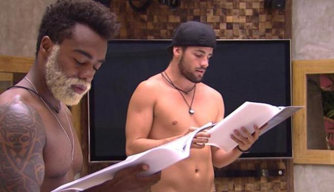 Douglas e Rafael ensaiam o espetáculo da Cinderela - Foto: Reprodução | GShow
