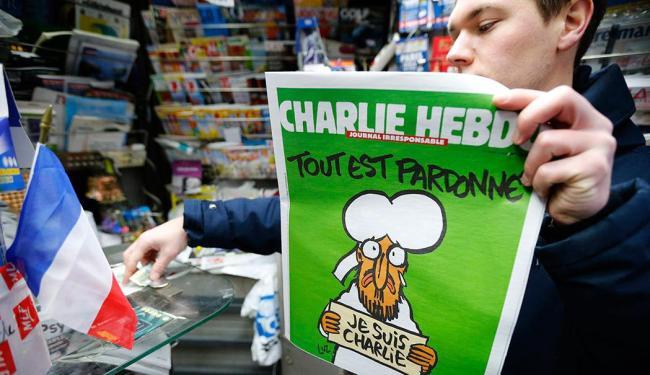 Edição se esgotou em minutos nas bancas de jornais de toda a França - Foto: Agência Reuters