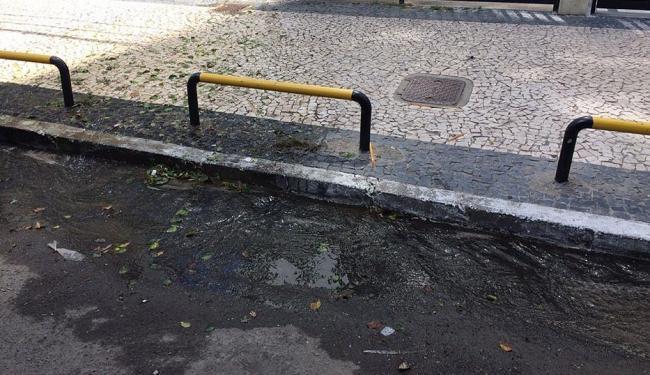 Vazamento persiste desde a última sexta-feira - Foto: Diego Ribeiro | Cidadão Repórter