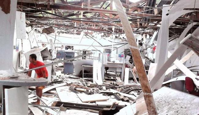 A agência ficou destruída por causa da explosão - Foto: Reprodução/Site Gandu Notícias