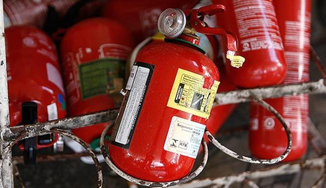 Troca do extintor BC pelo ABC é obrigatório por lei - Foto: Raul Spinassé | Ag. A TARDE