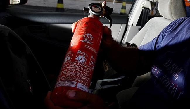 Extintor de incêndio do tipo ABC está em falta em locais de venda - Foto: Fernando Vivas   Ag. A TARDE