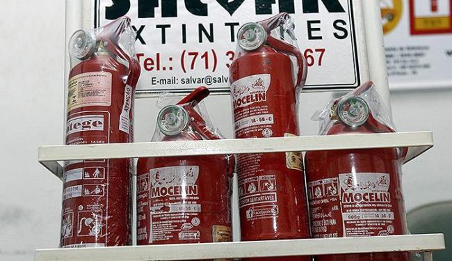 Uso de extintor do tipo ABC será obrigatório a partir desta quinta - Foto: Luciano da Matta | Ag. A TARDE