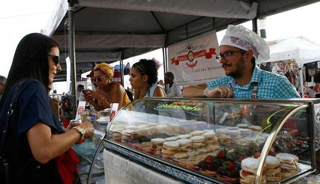 Feira da Cidade tem comidas de chefs custando de R$ 5 a R$ 15 - Foto: Marco Aurélio Martins | Ag. A TARDE