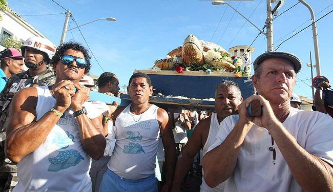 Marcos Souza (de boina) é alvo de crítica de pescadores e mãe de santo - Foto: Lúcio Távora | Ag. A TARDE