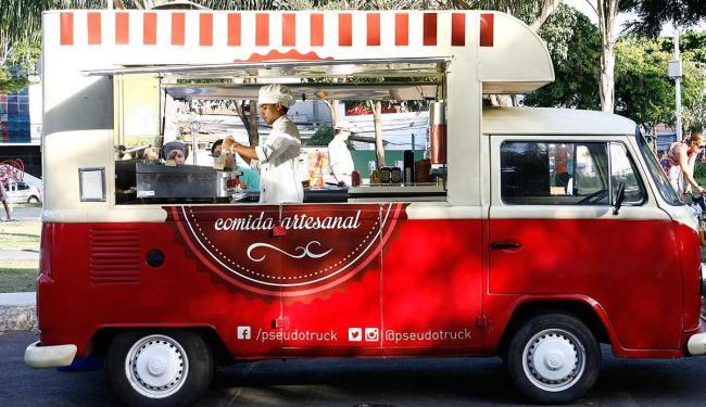 Pseudo Truck aposta em visual retrô e cardápio de hambúrgueres para atrair a clientela - Foto: Marco Aurélio Martins | Ag. A TARDE