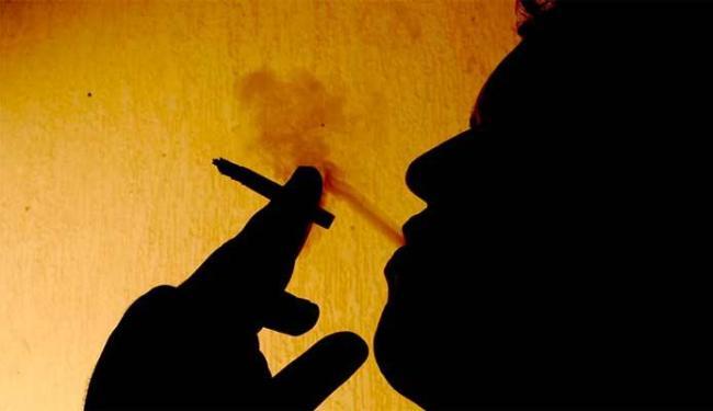 Estudo diz que pessoas podem fumar a vida toda e não ter câncer