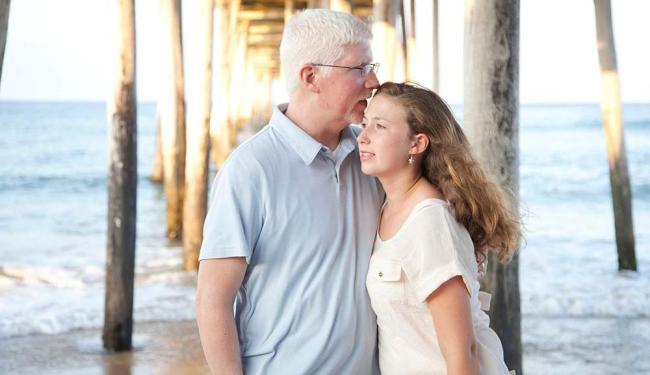 """Garth Callaghan, com a filha Emma: """"É importante que ela saiba que presto atenção em sua vida"""" - Foto: Audra Harris   Divulgação"""