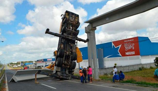 Por conta do acidente, o tráfego precisou ser interrompido no sentido Salvador-Feira - Foto: Divulgação | Site Acorda Cidade