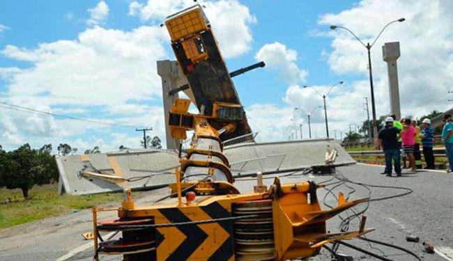 Guindaste não suportou peso de viga 25 toneladas - Foto: Divulgação | Site Acorda Cidade