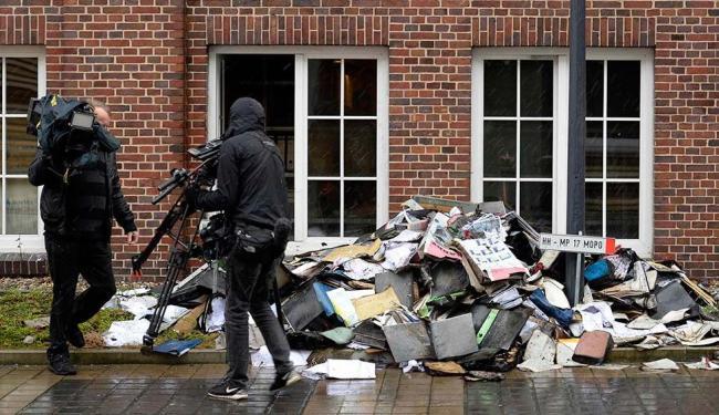 Arquivos e documentos do Hamburger Morgenpost queimados - Foto: Fabian Bimmer | Agência Reuters