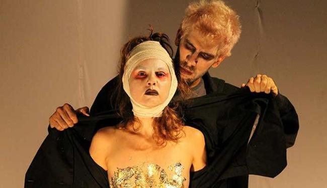 Hamlet e Macbeth inovam no formato, figurino e cenário - Foto: Márcio Meireles | Divulgação