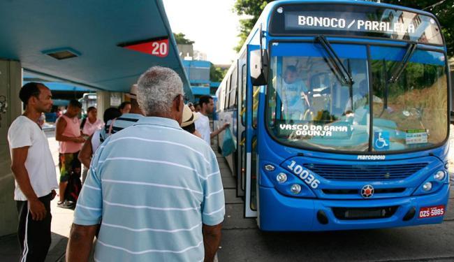 Entrada de uma parte dos novos ônibus ampliou a oferta, mas significou 'aperto' para muitos usuários - Foto: Joá Souza | Ag. A TARDE