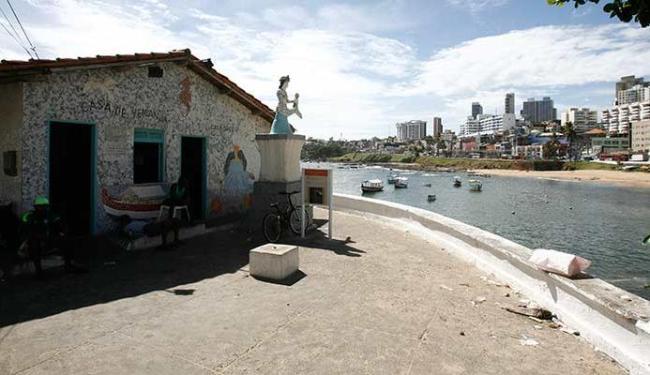 Presentes são deixados por devotos no interior da Casa do peso, no Rio Vermelho - Foto: Fernando Amorim | Ag. A TARDE