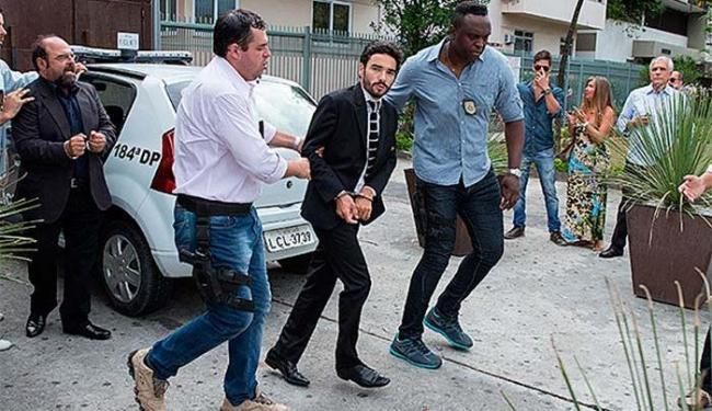 José Pedro é preso no momento em que recebia uma maleta cheia de euros do negociador - Foto: Fco. Patrício | Divulgação