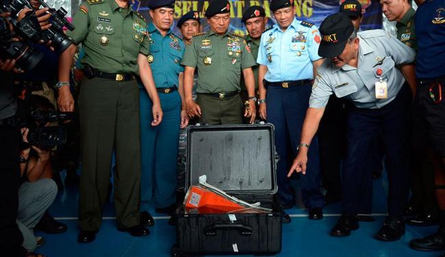Mergulhadores localizaram a segunda caixa preta, que contém gravações de voz da cabine - Foto: Agência Reuters