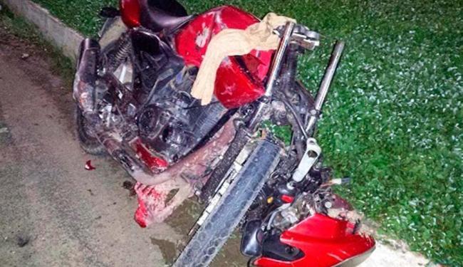 A moto ficou destruída com o impacto - Foto: Reprodução/ Site Giro Ipiaú