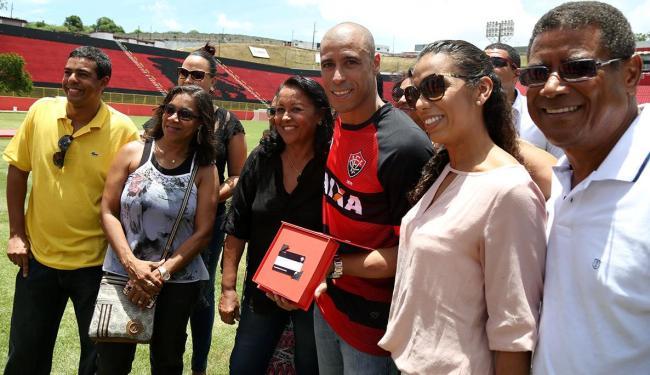 Jorge Wagner levou a família para o Barradão - Foto: Joá Souza | Ag. A TARDE