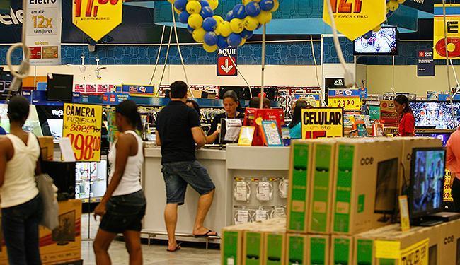 Lojas que realizam vendas por atacado e varejo cobram documento em compras acima de R$ 400 - Foto: Adilton Venegeroles   Ag. A TARDE