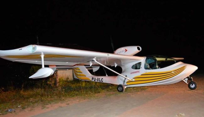 Aeronave aterrissou na rodovia após problema durante o voo - Foto: Ed Santos / Acorda Cidade