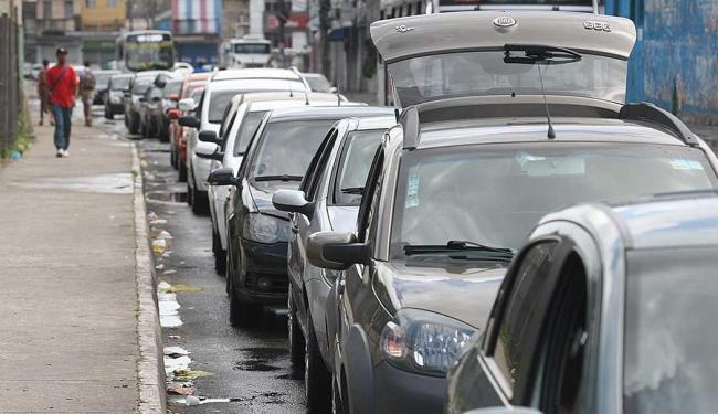 Passageiros em veículos esperam em torno de 1h30 - Foto: Lúcio Távora | Ag. A Tarde