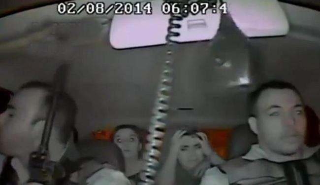 O fuzil usado no crime, ainda de acordo com o MP, estava sob a tutela do cabo Ferreira (dir) - Foto: Reprodução