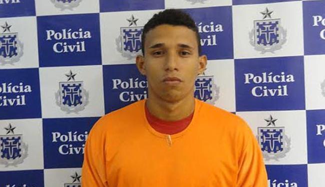 Sávio, 19 anos, foi preso quando se apresentava com o comparsa e o advogado no DHPP, na Pituba - Foto: Divulgação   Polícia Civil