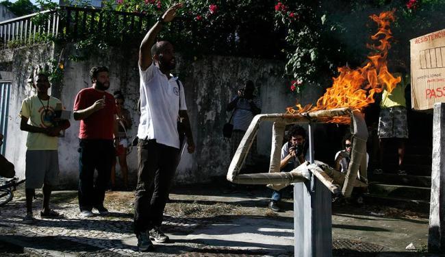 No último dia 2, um grupo protestou contra o aumento da tarifa de ônibus em Salvador - Foto: Raul Spinassé   Ag. A TARDE   02.01.15