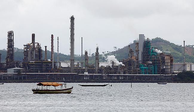 Vítimas de explosão em refinaria seguem internadas - A Tarde On Line