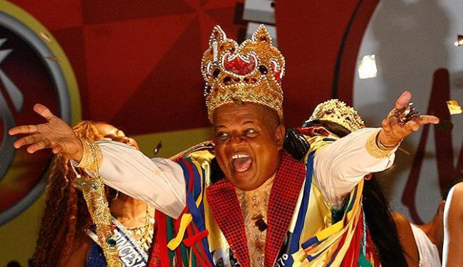 Simbolicamente, até Quarta-Feira de Cinzas, o Rei Momo ficará no comando da capital baiana - Foto: Margarida Neide l Ag. A TARDE