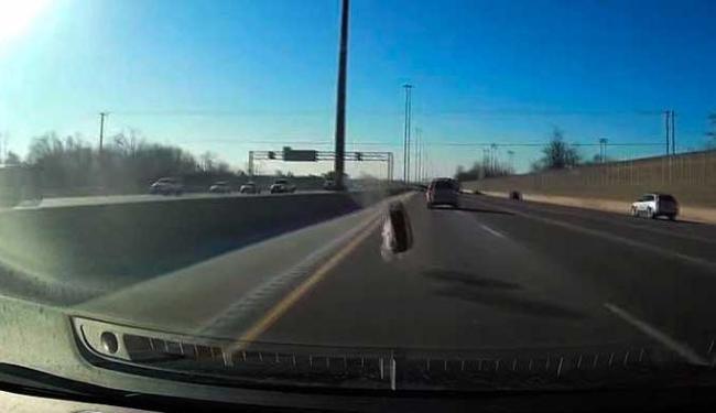 Motorista saiu ileso do acidente - Foto: Reprodução   Youtube