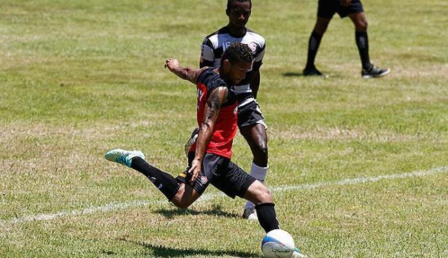 Recém-contratado, Rogério foi destaque do jogo com dois gols - Foto: Fernando Amorim | Ag. A TARDE