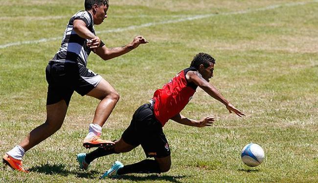 Rogério (D) foi destaque em dois amistosos, mas se machucou - Foto: Fernando Amorim l Ag. A TARDE