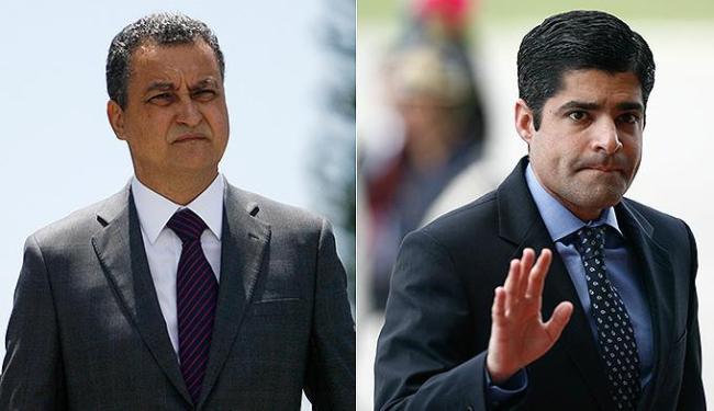 Embora não seja ano eleitoral, Rui Costa (PT) e ACM Neto (DEM) vão ao Bonfim de olho em 2016 - Foto: Raul Spinassé   Ag. A TARDE