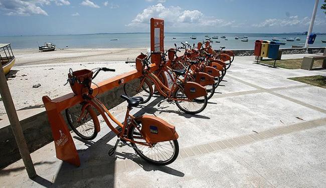 Um dos centros de compartilhamento instalados neste sábado fica na praia de Tubarão - Foto: Raul Spinassé | Ag. A TARDE