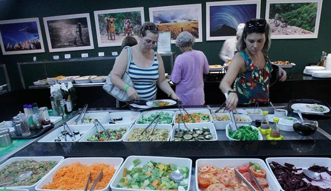 O item Refeições em Bares e Restaurantes liderou o ranking de pressões de alta do índice - Foto: Lúcio Távora | Ag. A TARDE