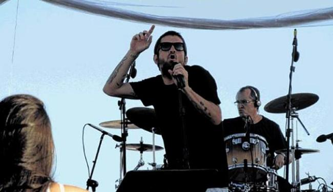 Saulo levou o público do rock ao delírio - Foto: Terena Cardoso   Ag. A TARDE