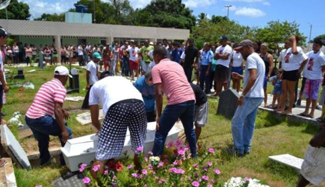 Familiares e amigos pediram justiça durante o enterro do garoto Henrique - Foto: Reprodução | Visão Diária